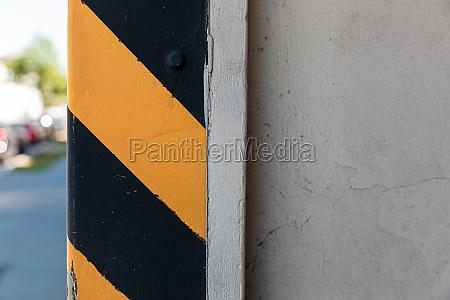 warning black and yellow striped column