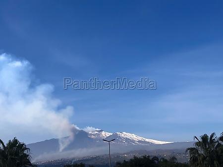 etna volcano in eruption 3
