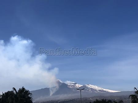 etna volcano in eruption