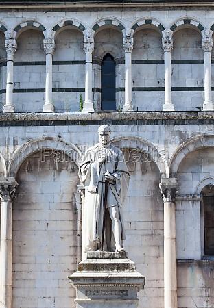 statue of francesco burlamacchi in lucca