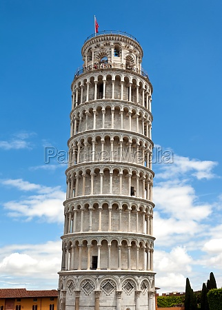 leaning tower in in pisa italy