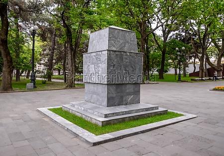monument on the grave of nikolai