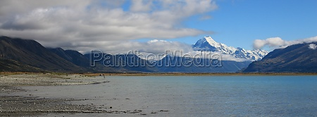 lake pukaki and mount cook in