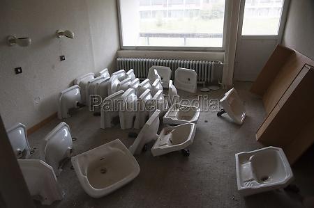 many used washbasins on the floor