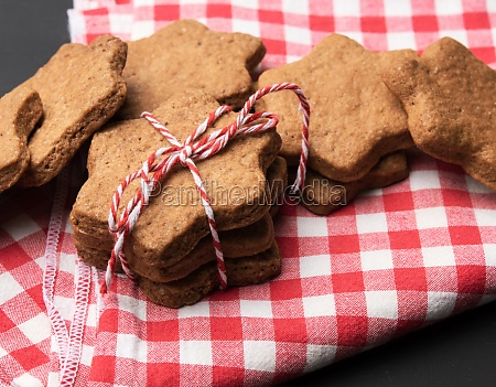 star shaped baked gingerbread cookies