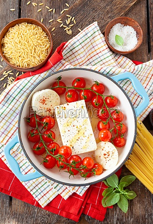 feta and tomatoes pasta sauce
