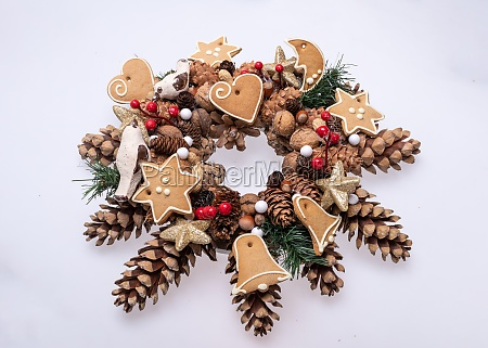 christmas decorations with pine cones nuts