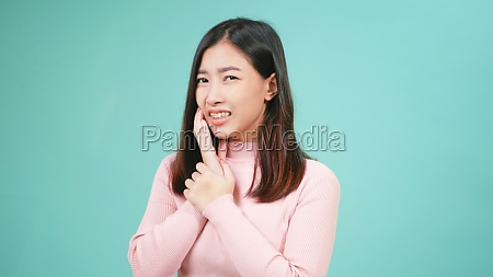 woman wear silicone orthodontic retainers on