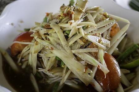 spicy green papaya salad serve