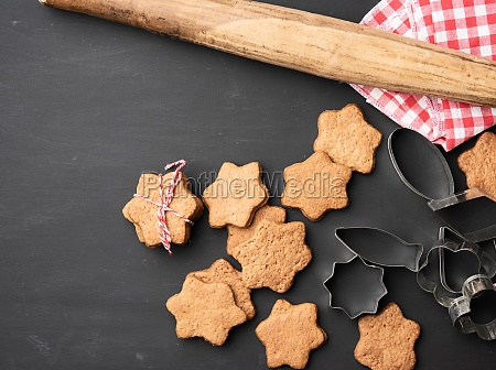 baked star shaped gingerbread cookie