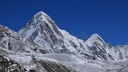 pumo ri and lingtren high mountains