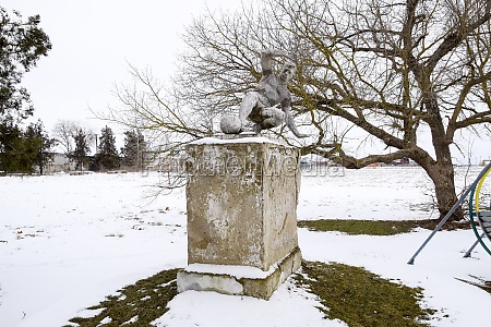 monument to the football player near