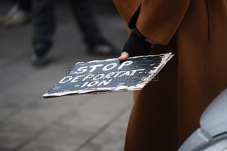 stop deportation of asylum seekers sign