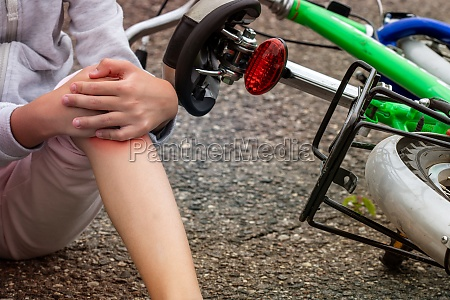 child in pain after a bicycle