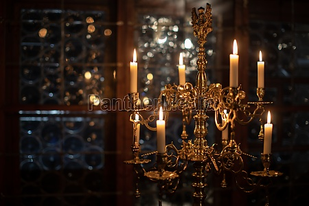 splendid, chandelier, with, lit, candles, in - 29722169