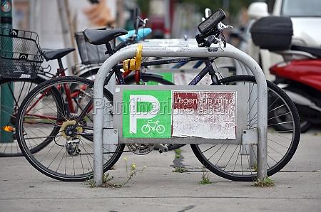 ein fahrradstaender in wien OEsterreich