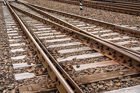 many rail rails