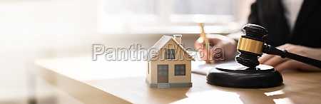 divorce property law and house foreclosure