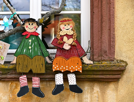 hansel and gretel are sitting on