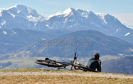 mountainbiken auf dem gruenberg bei gmunden