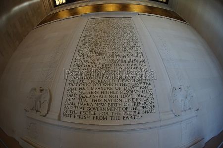 mural of the lincoln memorial the