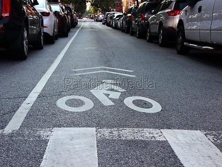 single unprotected cyclist lane on urban