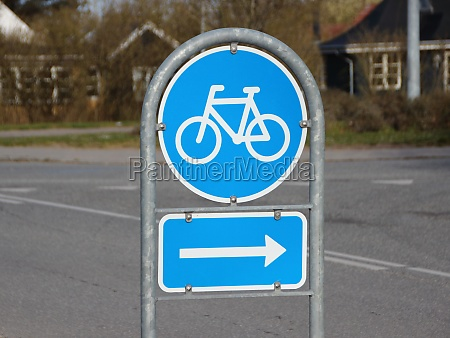 blue right turn traffic sign for