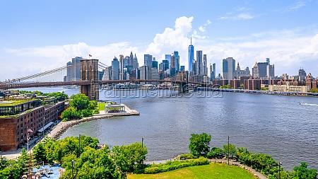 the skyline of mahattan new york