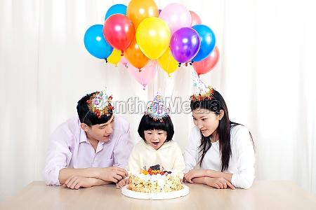 parents daughter celebrating birthday