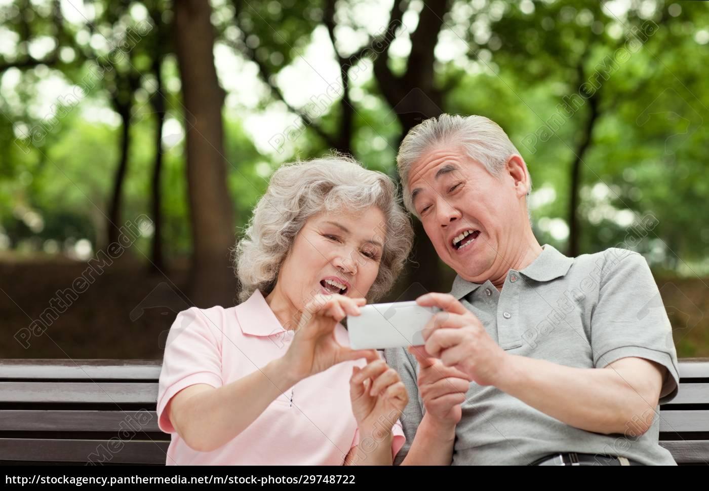 digital, life, of, older, people - 29748722