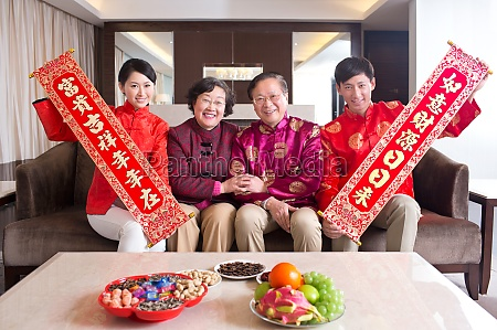 family to celebrate chinese new year