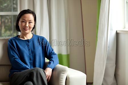 alone asia women sofa transverse composition