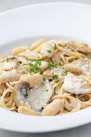 spaghetti with creamy mushroom sauce chicken