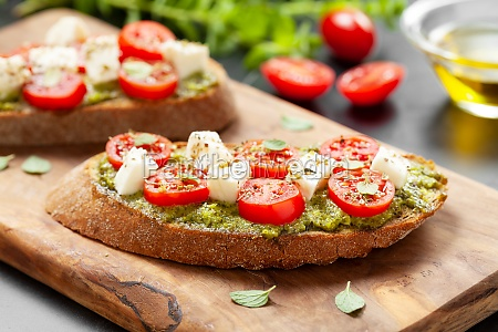 bruschetta appetizers with cherry tomatos pesto