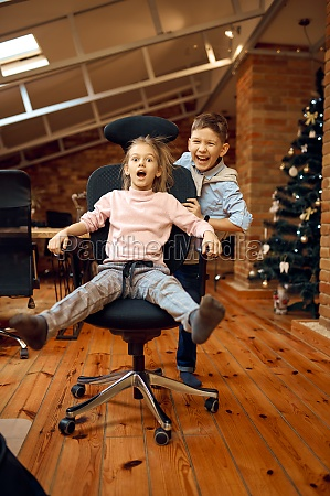 children bloggers joking on camera christmas