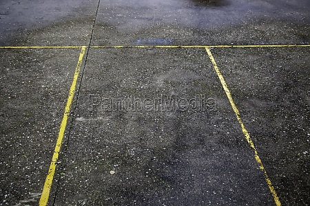yellow parking lines