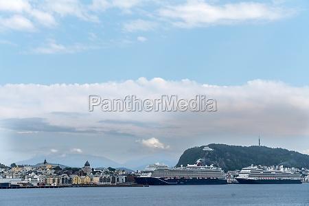 cruise ships in alesund