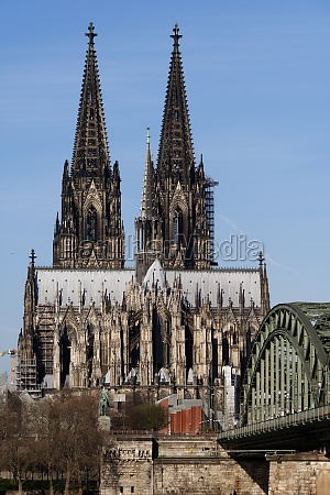 view of the cologne cathedral and
