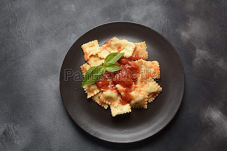 ravioli with tomato sauce and basil