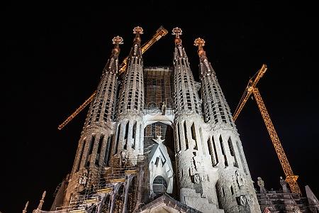 sagrada familia of night view barcelona