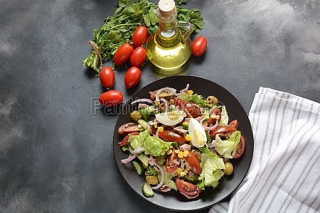 tuna salad with lettuce eggs and