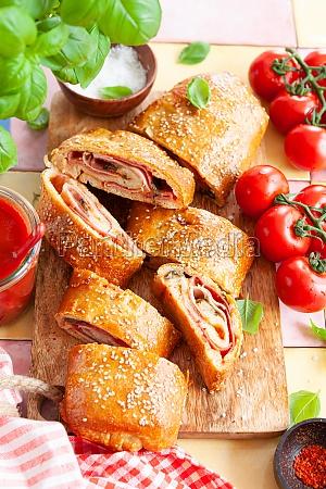 stromboli delicious pizza roll