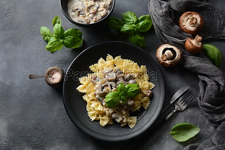 creamy mushroom fettuccini alfredo pasta italian