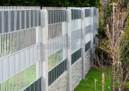 garden fence made with wire panels