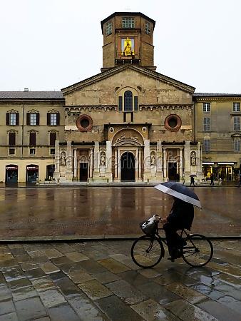 rain at cathedral di santa maria