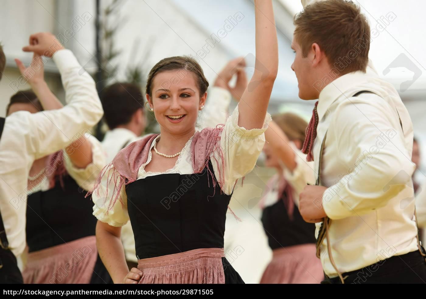 Öffentliche, aufführung, traditioneller, österreichischer, volkstänze, beim - 29871505