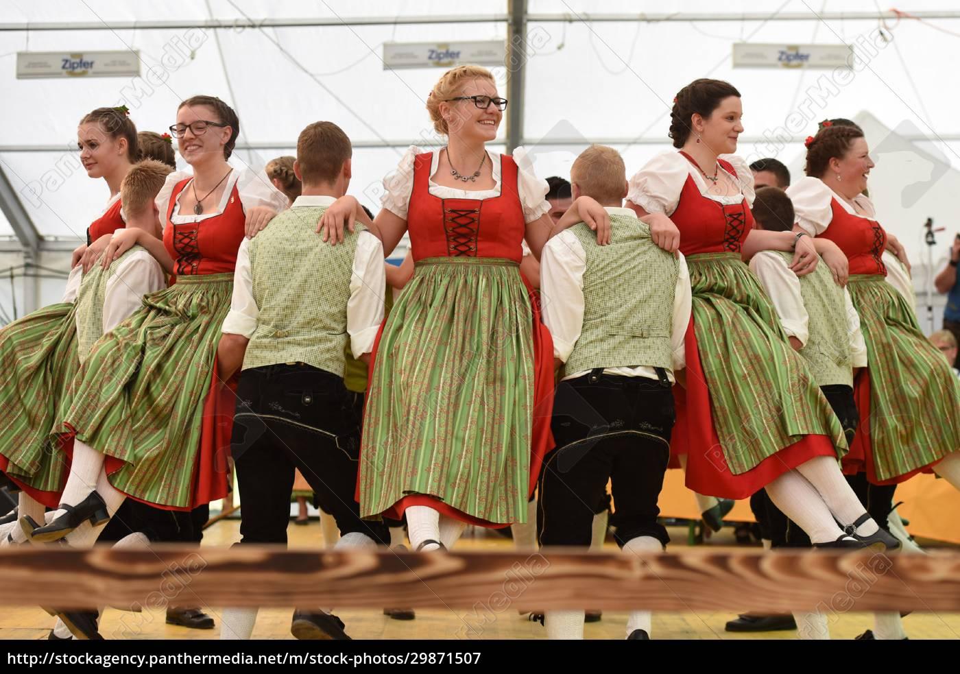 Öffentliche, aufführung, traditioneller, österreichischer, volkstänze, beim - 29871507