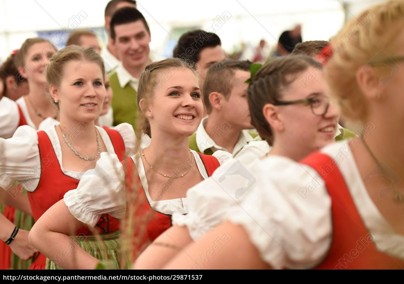 Öffentliche, aufführung, traditioneller, österreichischer, volkstänze, beim - 29871537