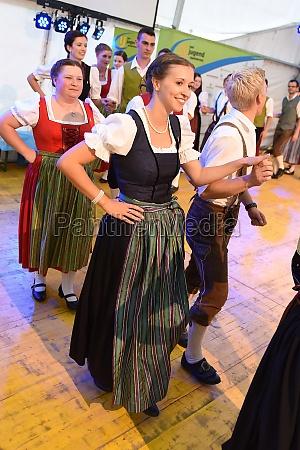 Öffentliche, aufführung, traditioneller, österreichischer, volkstänze, beim - 29871560
