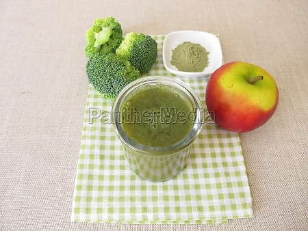 green smoothie with broccoli and apple